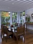 Sala de jantar com mesa oval